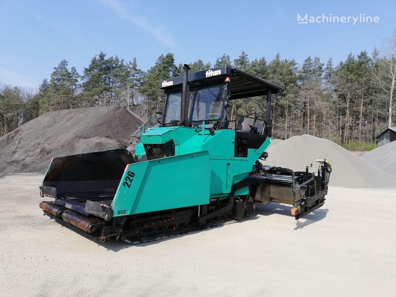ABG Titan 226 crawler asphalt paver