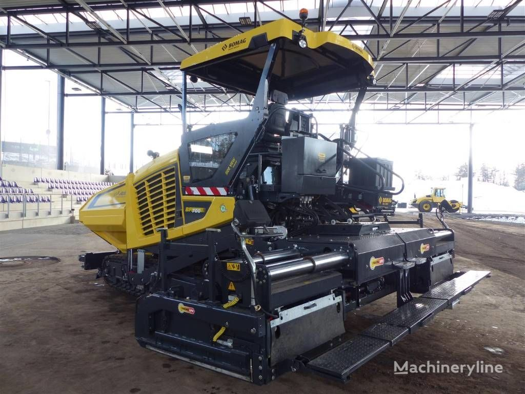 BOMAG BF 700 C S500 crawler asphalt paver