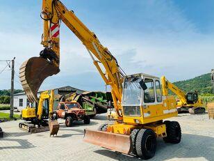 LIEBHERR A 902 Litronic tracked excavator