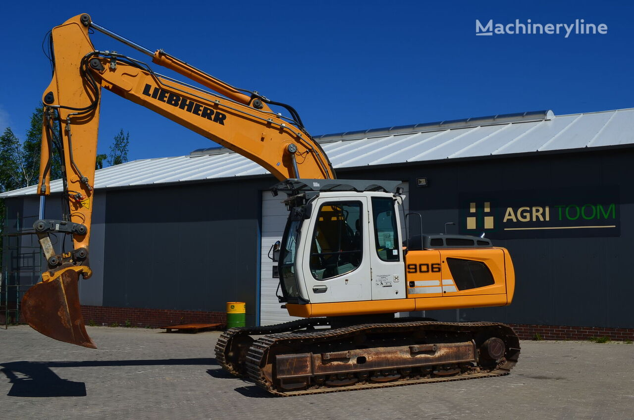 LIEBHERR 906 LC tracked excavator