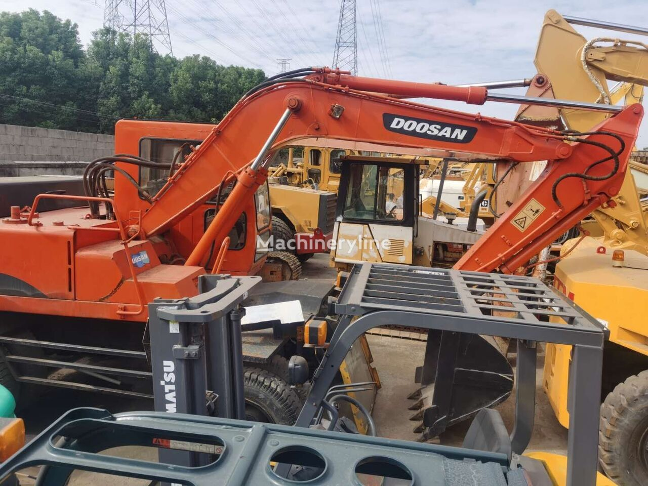 DOOSAN DH140 wheel excavator